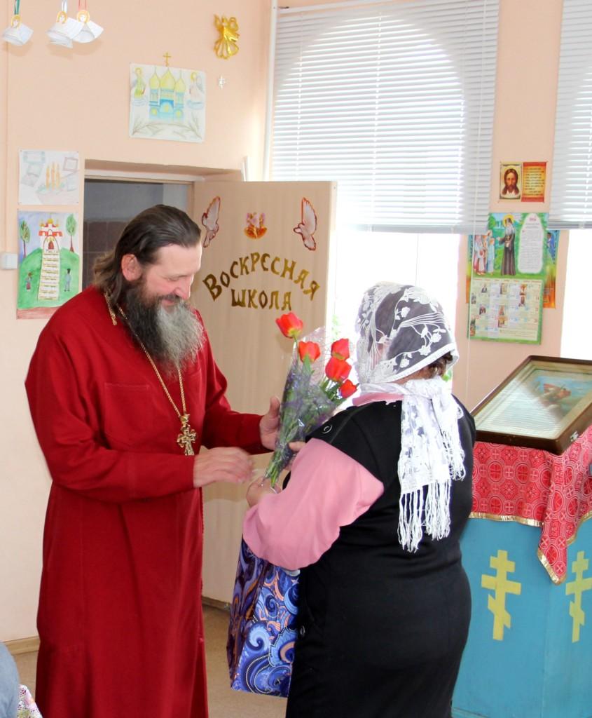 Поздравление батюшки в воскресной школе